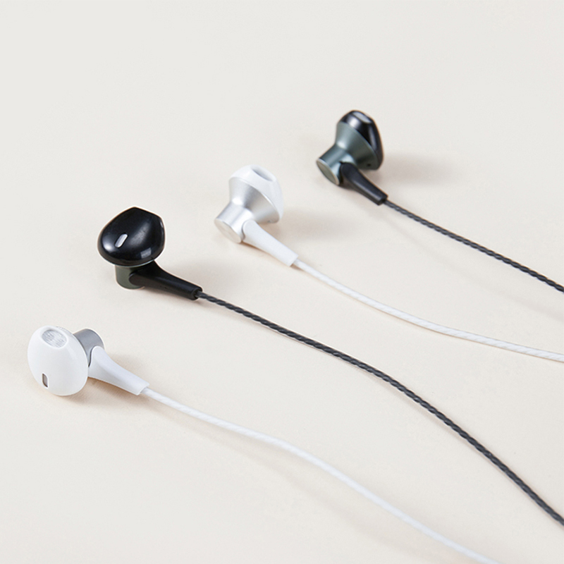 Type-C headset with metal head and flat ears